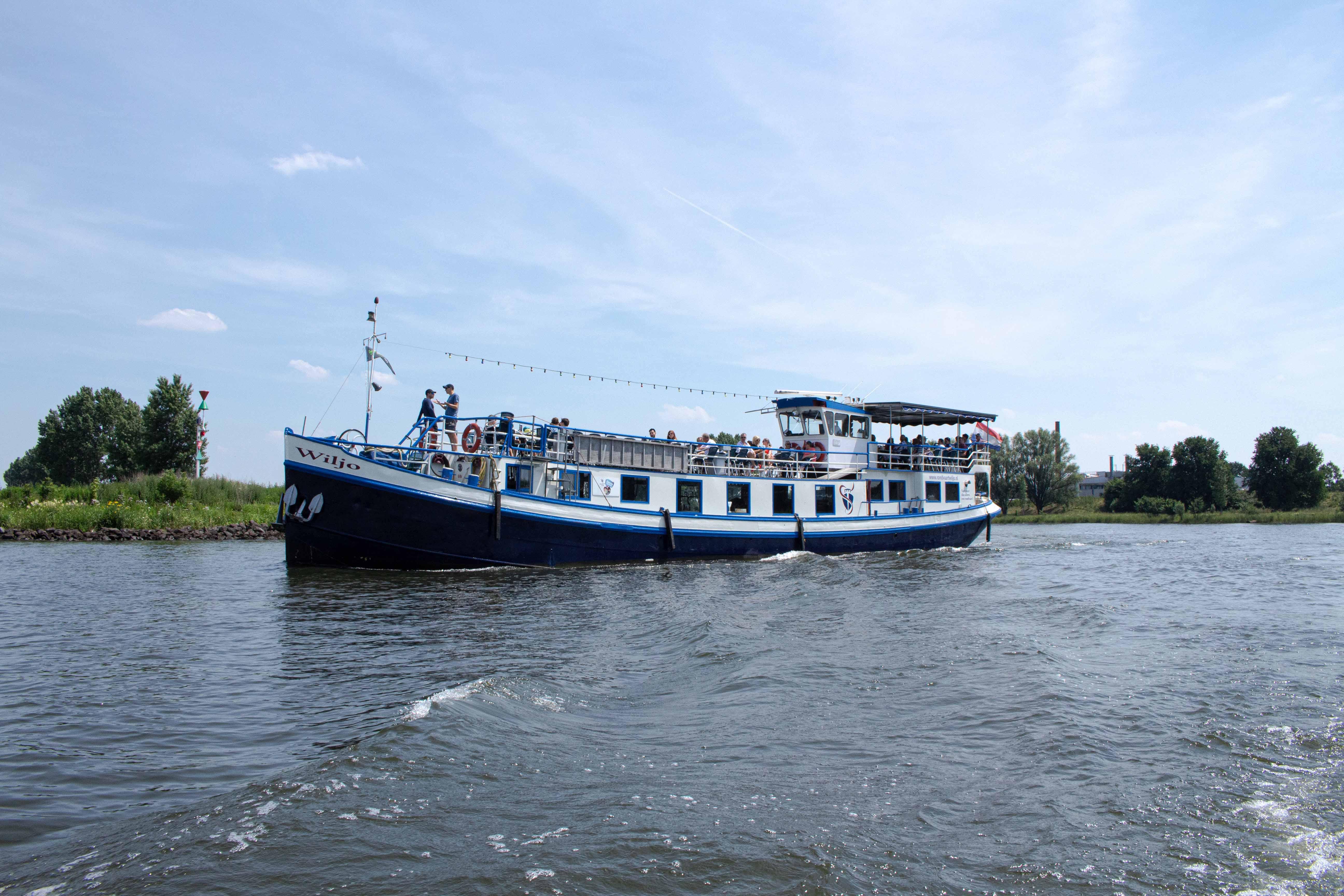 Uniek bedrijfsuitje op een boot